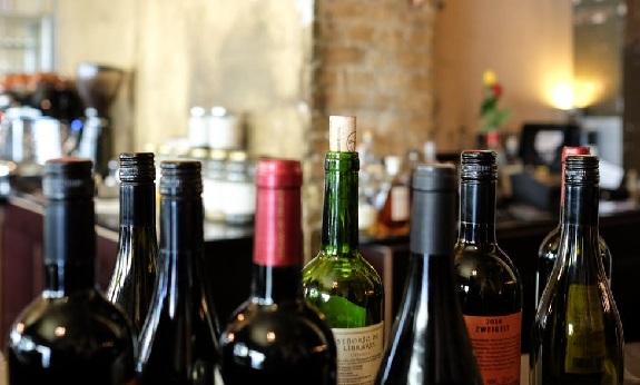wine, corks, screwcaps, closures, wines, screwcap+debate, cork+screwcap, debate+rages